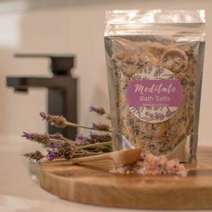 Bath salts with botanical flowers
